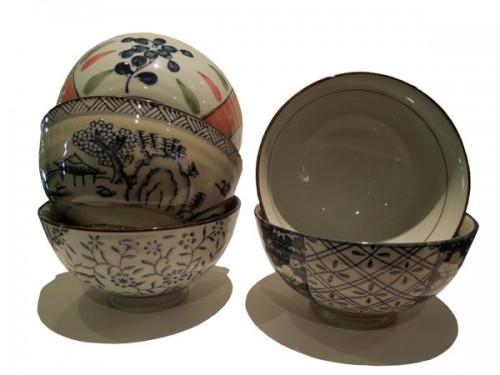 Set de cinq bols  chinois en porcelaine. Prix: 30€