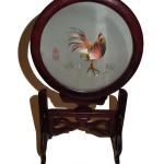 Cadre en soie représentant un coq