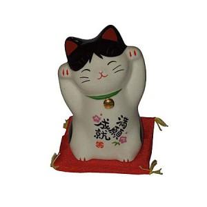 Chat maneki neko, du japon, en porcelaine. Debout, avec deux pattes en l'air