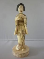 netsuke-okimono-femme1
