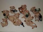 Cochons miniatures avec bouteilles
