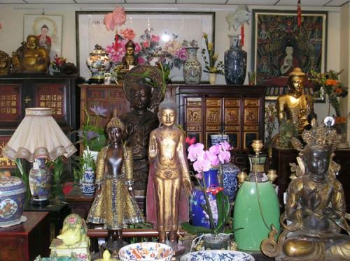 Photo magasin meubles et bouddhas