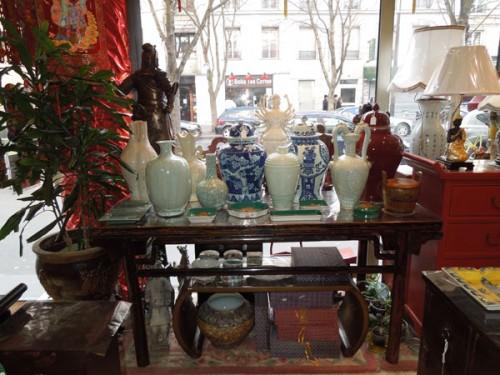 Photo boutique avec des vases