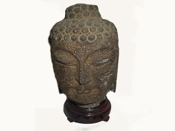 tete-de-bouddha-en-pierre